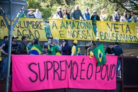Manifestantes fazem ato em Porto Alegre