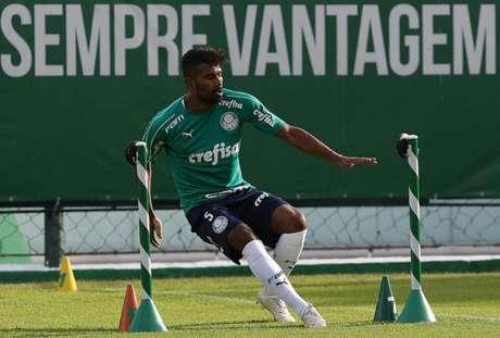 Thiago Santos já foi elogiado diversas vezes pelo técnico Luiz Felipe Scolari (Crédito: Agência Palmeiras/Divulgação)