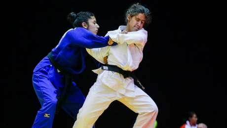 Giulia Pereira conquistou ouro em categoria acima de seu peso (Foto: Alexandre Schneider/CPB/Divulgação)