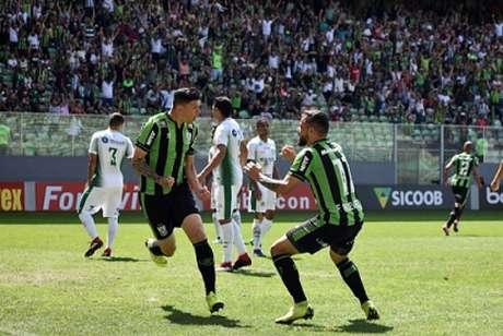 Júnior Viçosa marcou duas vezes e ajudou o Coelho e sair com os três pontos do Horto- (Mourão Panda/América-MG)
