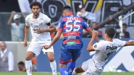Capitão do Santos neste domingo, Ferraz mostrou incredulidade diante de resultado na Vila (Foto: Ivan Storti/Santos)