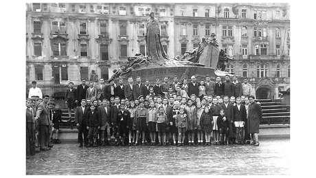 Foto de 1945 das crianças e adolescentes que sobreviveram ao horrores do Holocausto