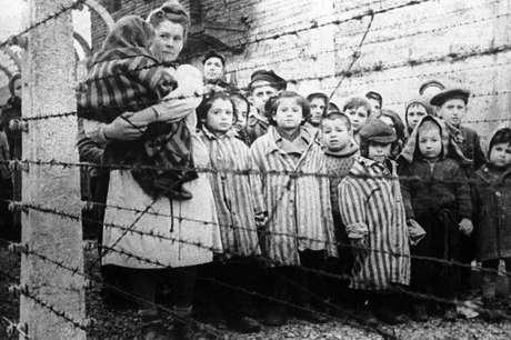Fome é a palavra que os sobreviventes mais usam para descrever o que sentiam nos campos de concentração