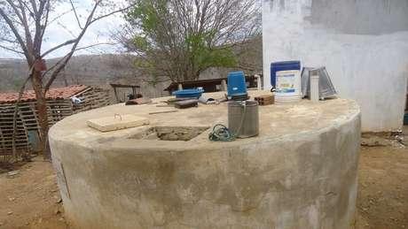 Cisterna comunitária em Alcantil (PB); plano para levar água encanada à cidade está no papel há 15 anos