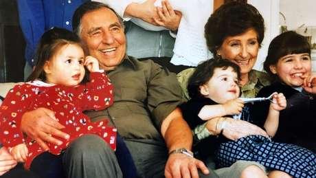 David Herman e os netos - Hannah é a da direita