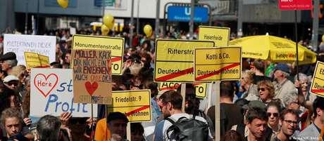 Berlinenses protestam contra a alta dos alugueís na cidade em abril de 2019