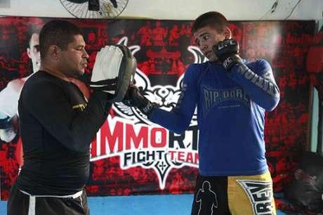 Robson Junior, de apenas 17 anos, fará sua estreia no MMA profissional em outubro (Foto: Fernando Azevedo)