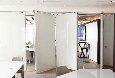 64. A porta camarão metálica é ótima para ambientes corporativos. Fonte: Pinterest