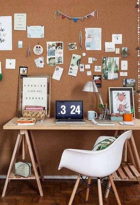 28. A cortiça é muito útil para organização de ideias. Foto: Ideias Decor