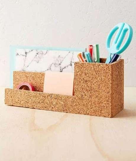 20. Um porta canetas pode ser feito a partir da cortiça. Foto: Revista Artesanato