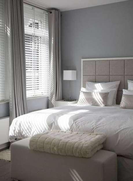 15. Use cortinas neutras para combinar com a sua janela para quarto – Por: Pinterest