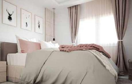 8. A janela para quarto pode ser adornada por uma cortina neutra, combinando com a decoração do ambiente – Por: Pinterest