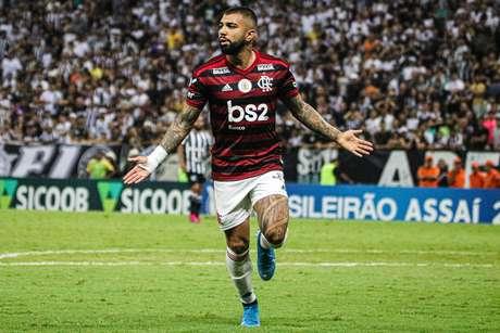 Gabigol comemora gol na vitória do Flamengo por 3 a 0 sobre o Ceará