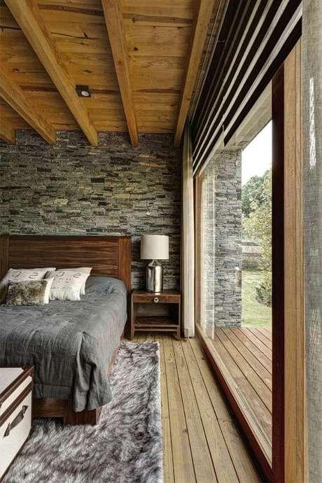 22. A janela para quarto grande é essencial para iluminar seu quarto – Por: Pinterest