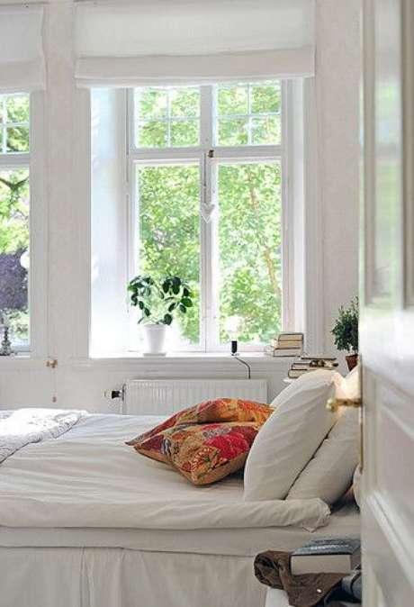 26. Tenha uma janela para quarto adequado para o ambiente – Por: Perfeita Orde