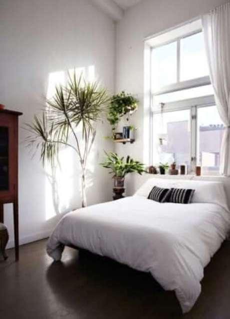 29. Janela para quarto de alumínio branco com decoração minimalista – Por: Conexão Decor