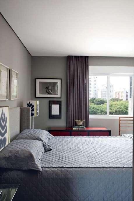 1. A janela para quarto de alumínio branco fica ainda mais bonita com a cortina cinza – Por: Pinterest