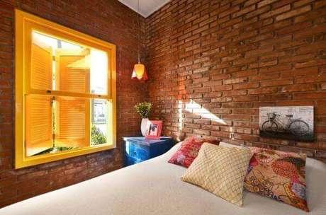 4. Janela para quarto veneziana combinando com a decoração rústica – Por: Arquitetando Ideais