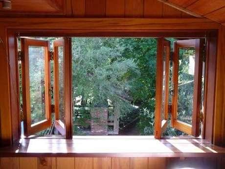 48. Janela para quarto de madeira com vidro – Por: Casa e Construção