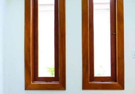 3. Janela para quarto pivotante com estrutura de madeira e vidro – Por: Pinterest