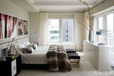 68. A janela para quarto pode ser linda com a cortina neutra – Por: Elle Decor