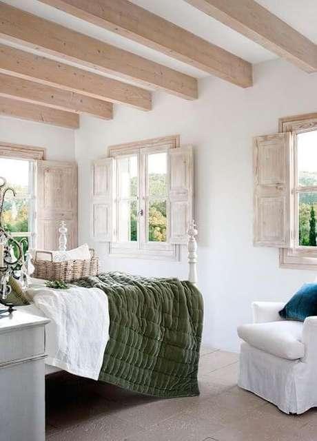 67. As janelas para quarto podem ser feitas de madeira para combinar com a decoração – Por: Homendeor