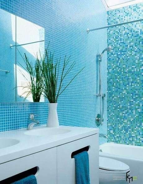 40. Pastilha de vidro para banheiro azul e branco – Foto: Ogawa Fisher Architects