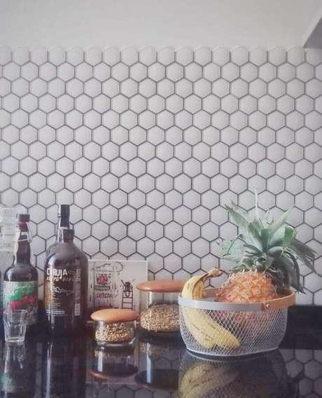 48. Pastilhas de vidro em formato hexagonal – Foto: Maria Cristina Kreutz