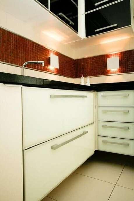50. Pastilhas de vidro para cozinha – Foto: Construtora Dez