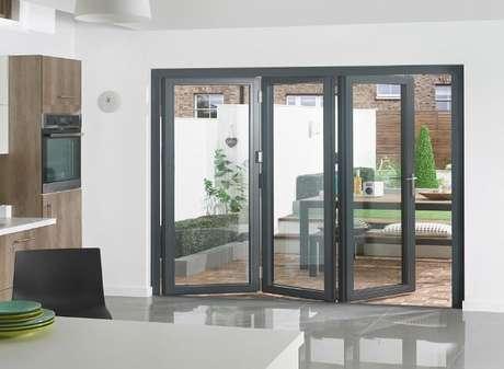 4. Porta entre a área interna e a externa da casa