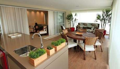 35. Varanda gourmet com mini horta em casa. Projeto de Fabiana Infantozzi
