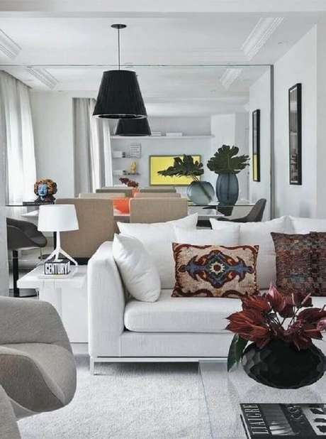 12. A grande vantagem do sofá branco é que ele é atemporal – Foto: Pinterest