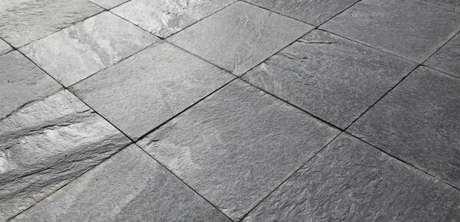 28. A ardósia cinza é muito utilizada nos pisos – Por: Pinterest