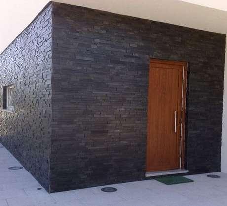 33. A ardósia pode ser usada na fachada de casa – Por: Pinterest