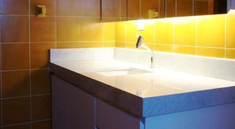 48. Azulejo para banheiro amarelo. Projeto de Maxma Studio