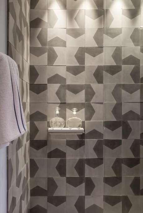 17. Azulejo para banheiro cinza estampado. Projeto de AMC Arquitetura