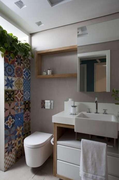 58. Azulejo para banheiro estampados em lavabo. Projeto de Juliana Pippi