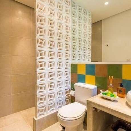 28. O uso dos azulejos coloridos tira a seriedade do banheiro