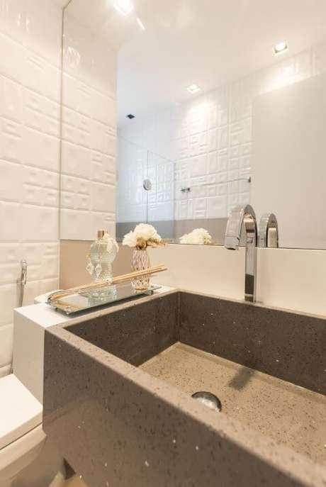 10. O azulejo para banheiro com textura dá todo um charme diferente ao projeto de Andrea Fonseca