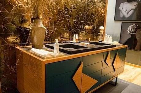 6. O azulejo escuro ficou muito bonito e deu um ar sofisticado ao banheiro. Projeto de Casa Cor SP 2017