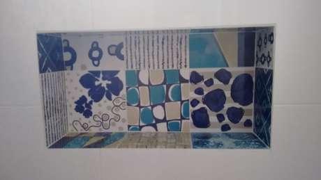 14. Você pode também usar azulejo para banheiro em pequenos detalhes do seu projeto. Projeto de Christian Ekizzy Fritzsons