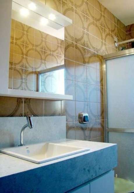 20. Esse tipo de azulejo amarronzado lembra projetos mais antigos. Projeto de Maxma Studio