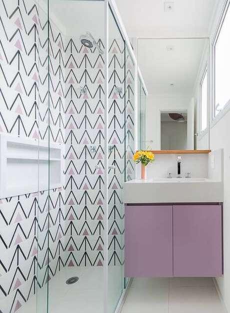 3. Os azulejossão ótimas formas de decorar o banheiro. Projeto de Duda Senna