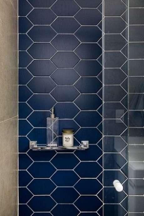 31. O azulejo hexagonal é bem diferente e pode dar um charme a mais ao seu projeto. Projeto de GF Projetos