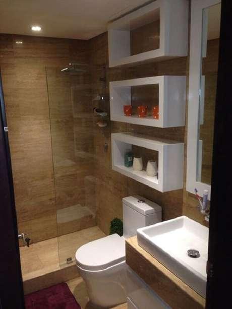 69. Azulejo para banheiro imitando a madeira. Fonte: Pinterest