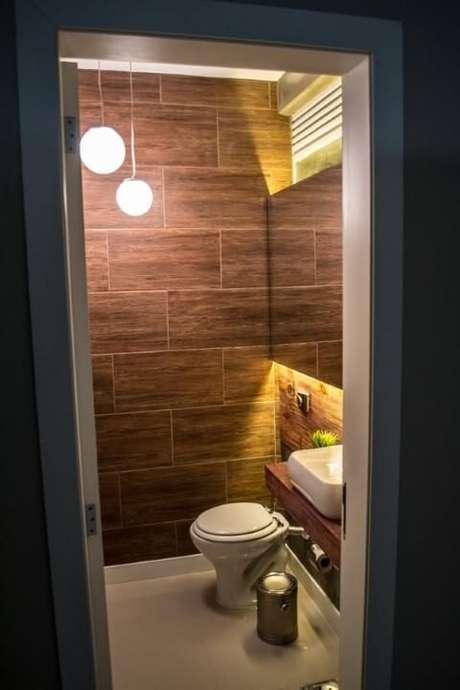 53. Azulejo para banheiro que imita madeira. Projeto de Ambientta Arquietura