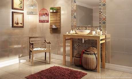 70. Azulejo para banheiro português encanta a decoração desse ambiente. Fonte: ConstruindoDecor