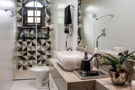 44. Azulejo para banheiro em preto e branco. Projeto de Amanda Fernandes