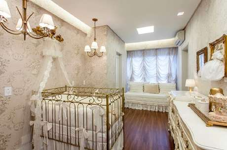 17. Berço provençal de ferro traz elegância e sofisticação para o quarto do bebê. Fonte: Pinterest
