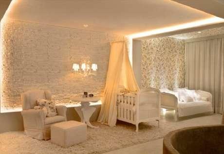 18. Berço provençal e iluminação especial para o quarto do bebê. Fonte: Pinterest